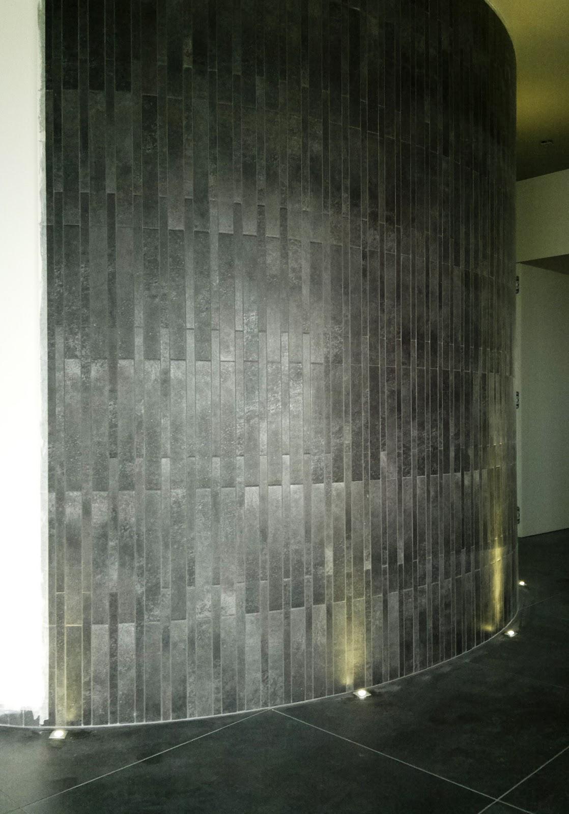 Illuminazione led casa il led e i materiali - Parete rivestita in pietra ...