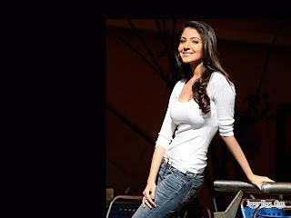 Anushka sharma sexy top