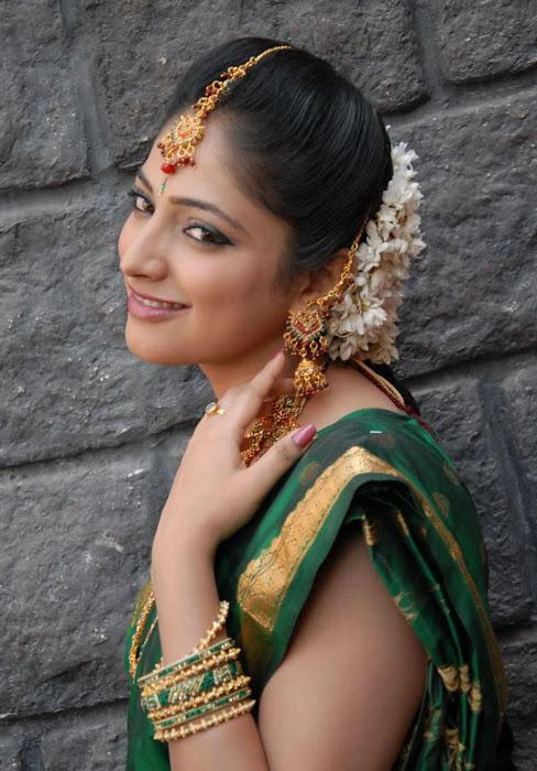 hari priya in saree hot images