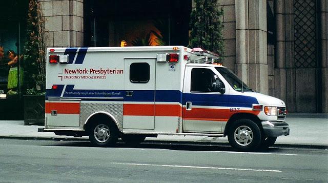 Gambar Mobil Ambulance 06