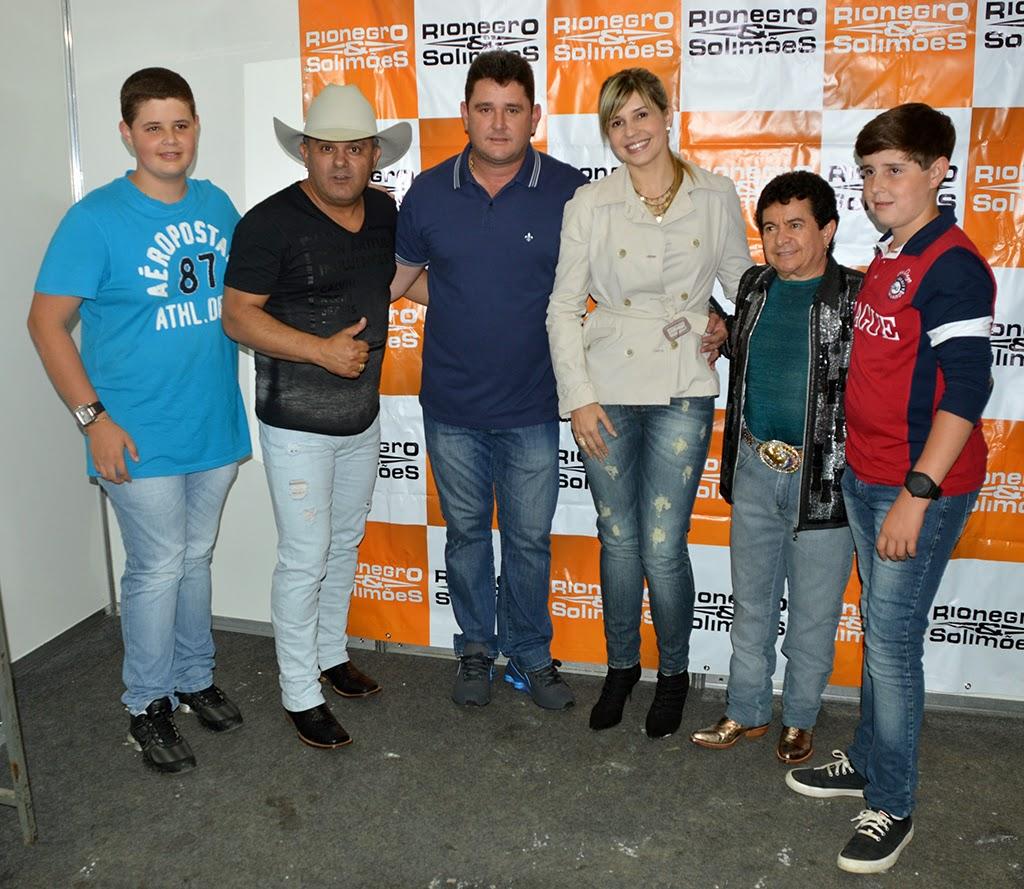 Prefeito Arlei e família com a dupla Rionegro&Solimões
