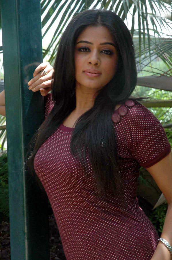 Priyamani hot with dhanush - Living Room Ideas, Decorating ...