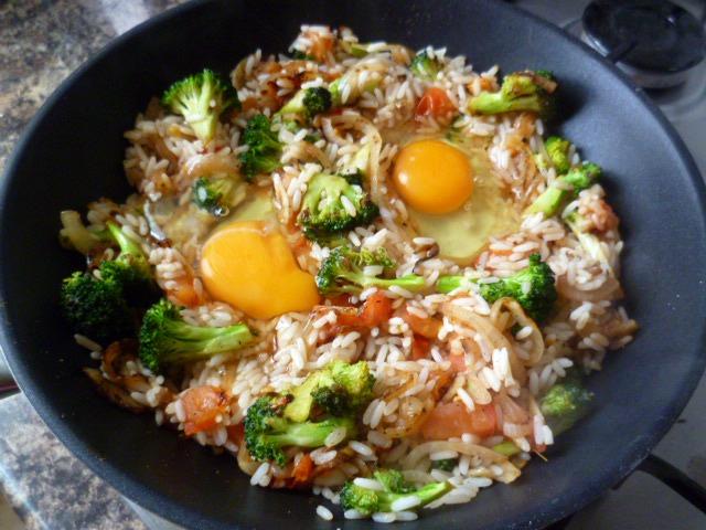 Golosas y hermosas revuelto de arroz br coli y huevos for Cocinar 6 tipos de arroz