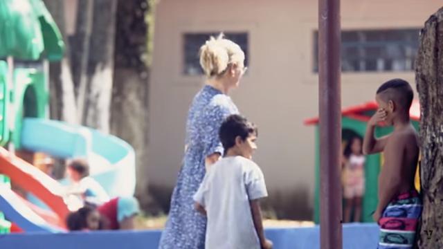 Novo clipe do Eduardo mostra a dificuldade que as crianças negras tem de ser adotadas #DepósitoDosRejeitados
