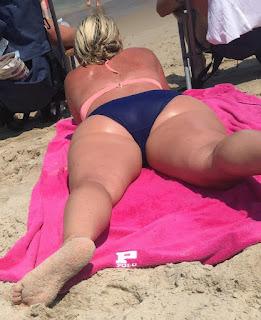 hot chicks - candid beach bikinis