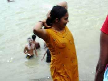 Nude women in ganga 2