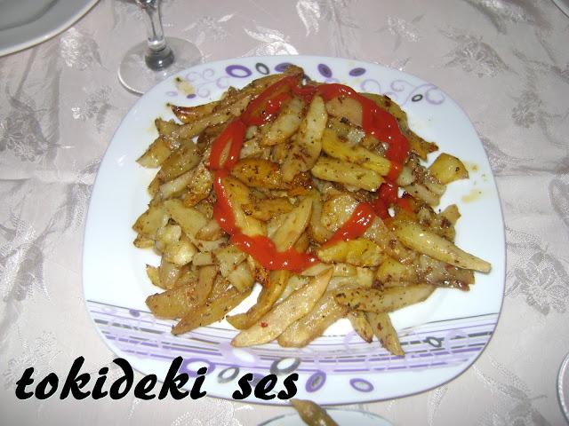 tokideki sesin fırında patates dilimleri