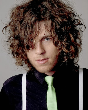 men long curly hairstyle