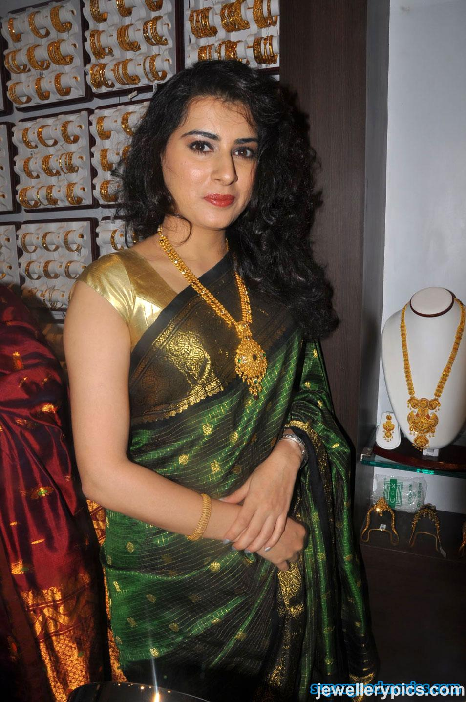 South indian actress Archana with antique long necklace at CMR ...