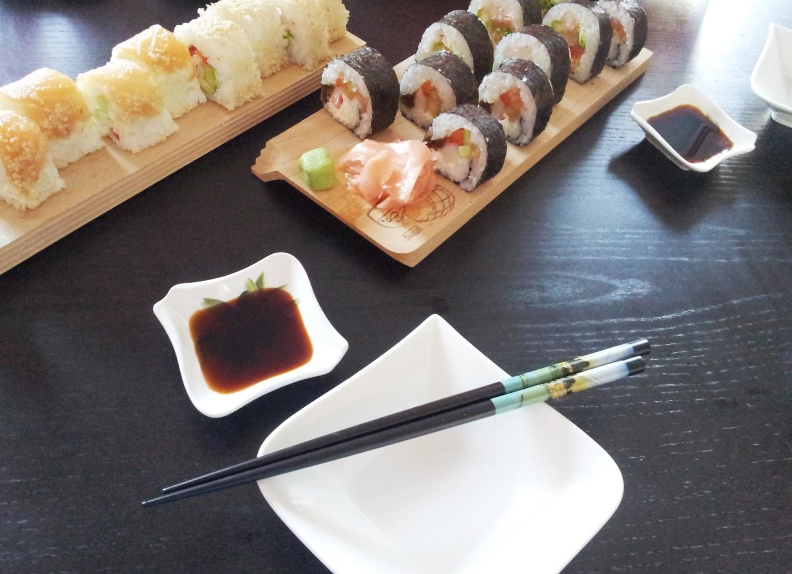 sushi podanie na desce