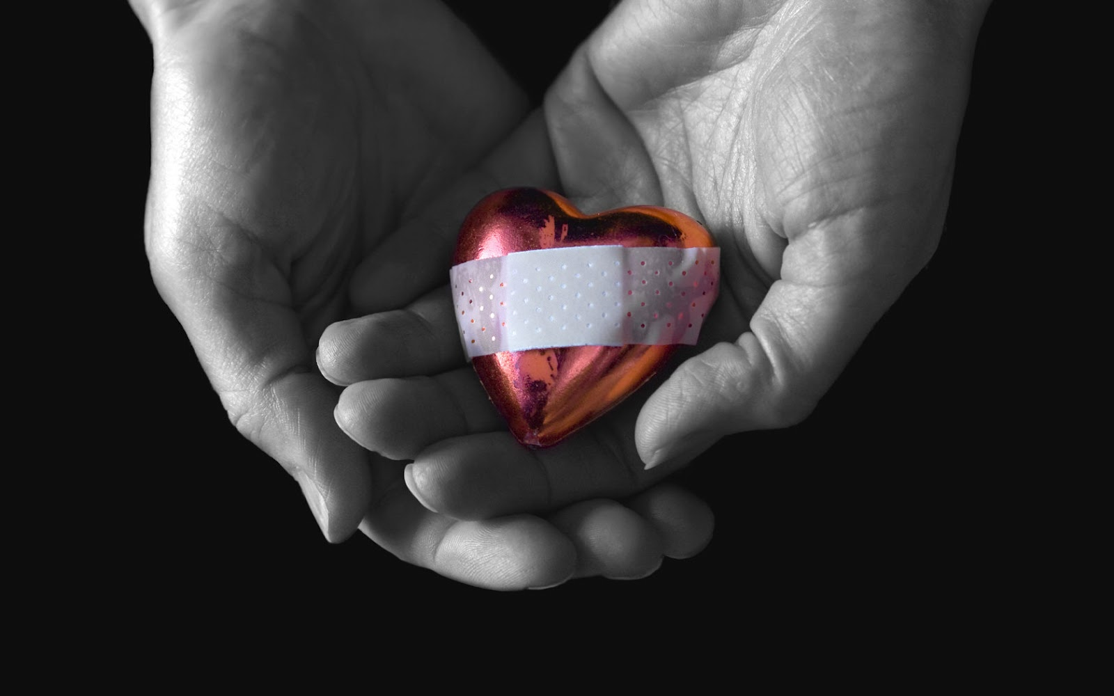 corazon con curita