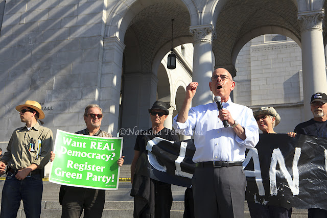 senator waxman speaks at climate change rally in los angeles, climate rally in los angeles, senator taxman speaks at the city hall