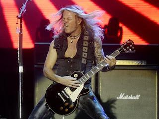 Segundo dia do Monsters of Rock é marcado por grandes apresentações de guitarra