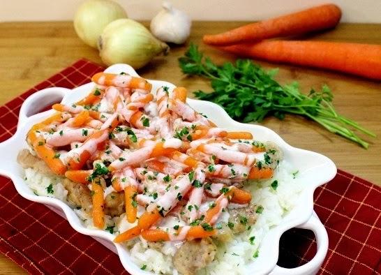 Куриное филе с морковкой на сковороде