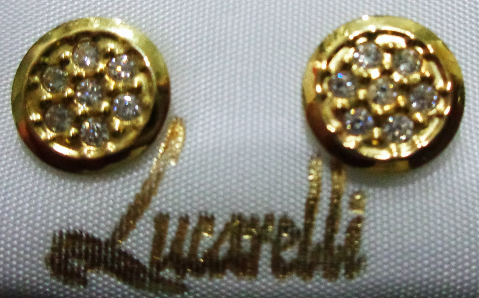 Pendientes de oro grandes con cierre de presión y circonitas