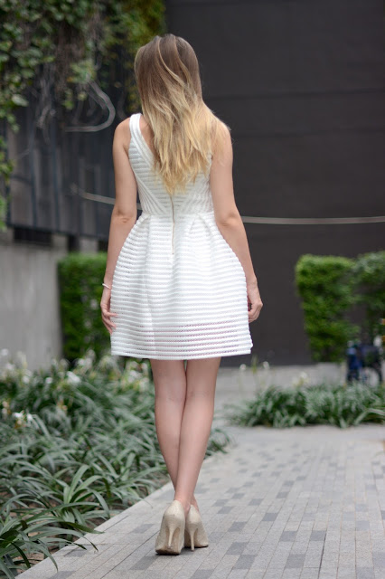 white dress back blogger