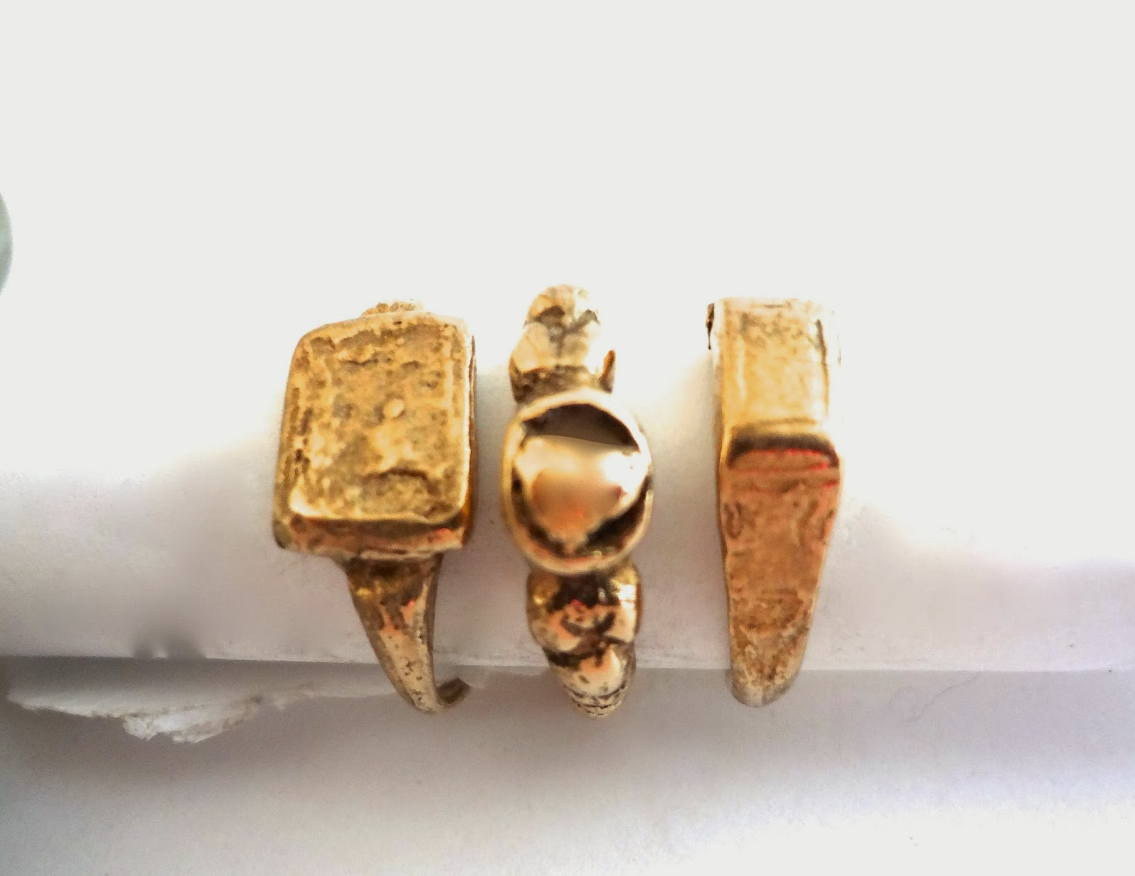 JEWELRY: Signet rings