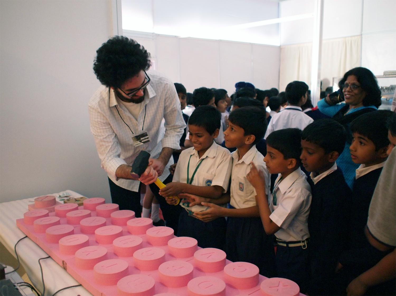 http://1.bp.blogspot.com/-1-nvSunq4s4/T6CD1QJHd0I/AAAAAAAAAGo/em-YxdzGgrQ/s1600/shkb_indian_kids.jpg