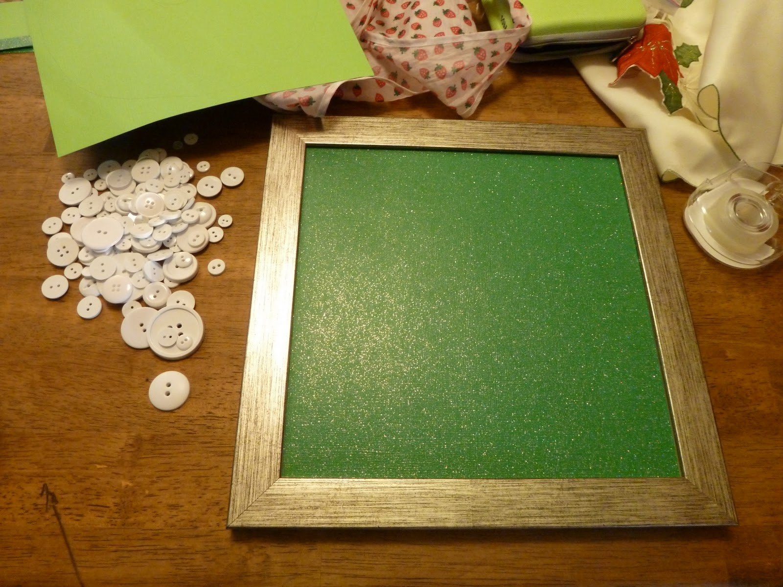 Just learning how to make a house a home button wreath first 2nd i cut the paper after a few samples from some extra light green paper i only had one glittery paper and needed to make it perfect jeuxipadfo Image collections