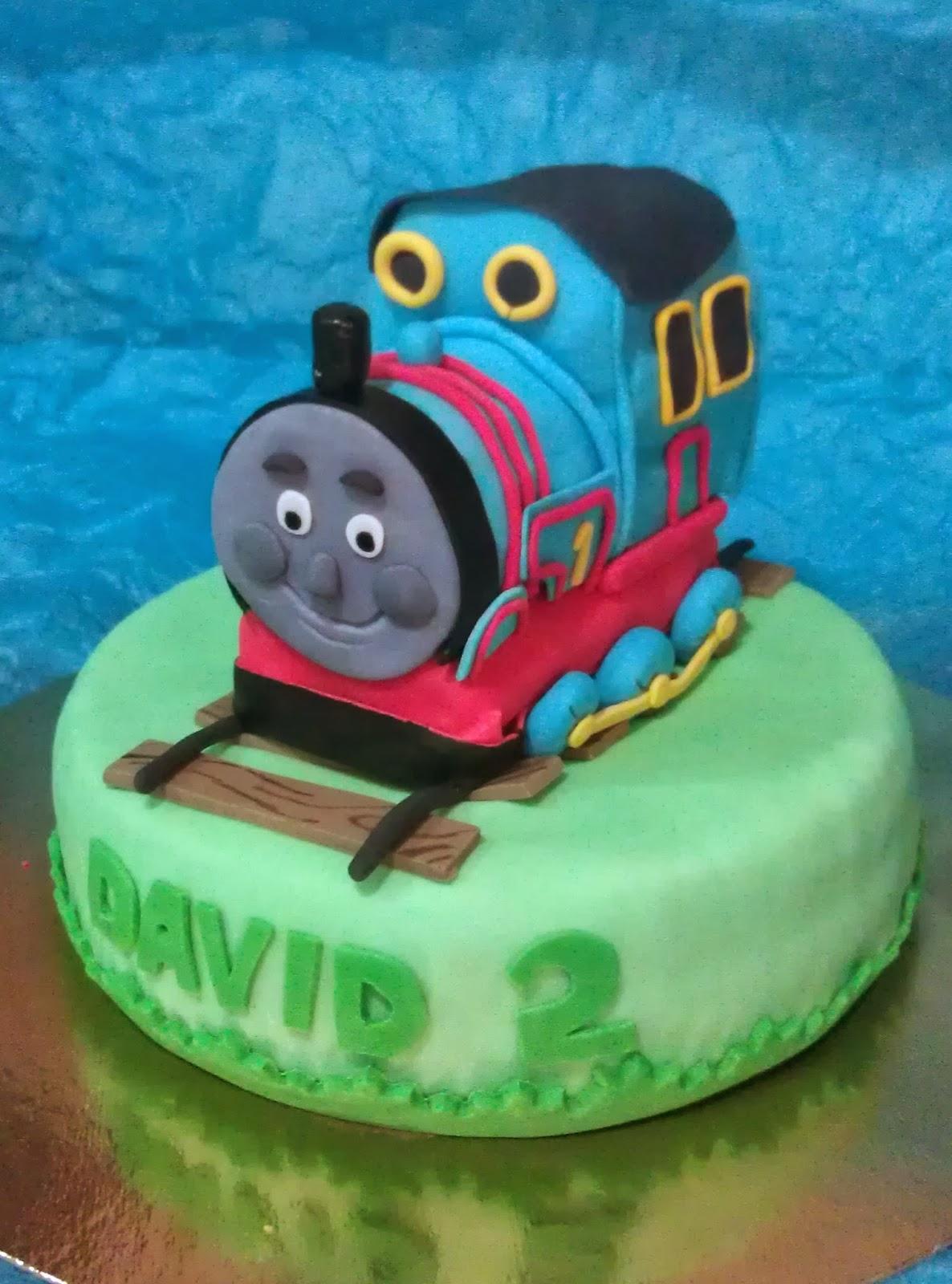 Cookie Dough and Cake Pops : Tarta del Tren Thomas