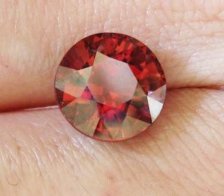 red round zircon stone