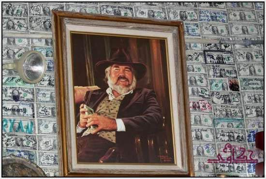 750 الف دولار تغطى جدران مطعم 389.jpg