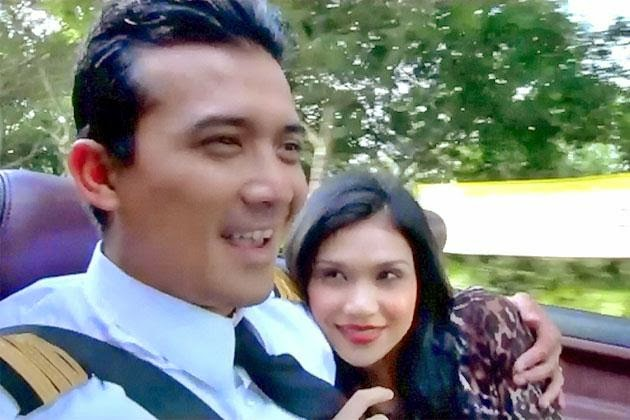 Aksi romantik Anzalna Nasir dan Aaron Aziz di Cafe Setia Alam