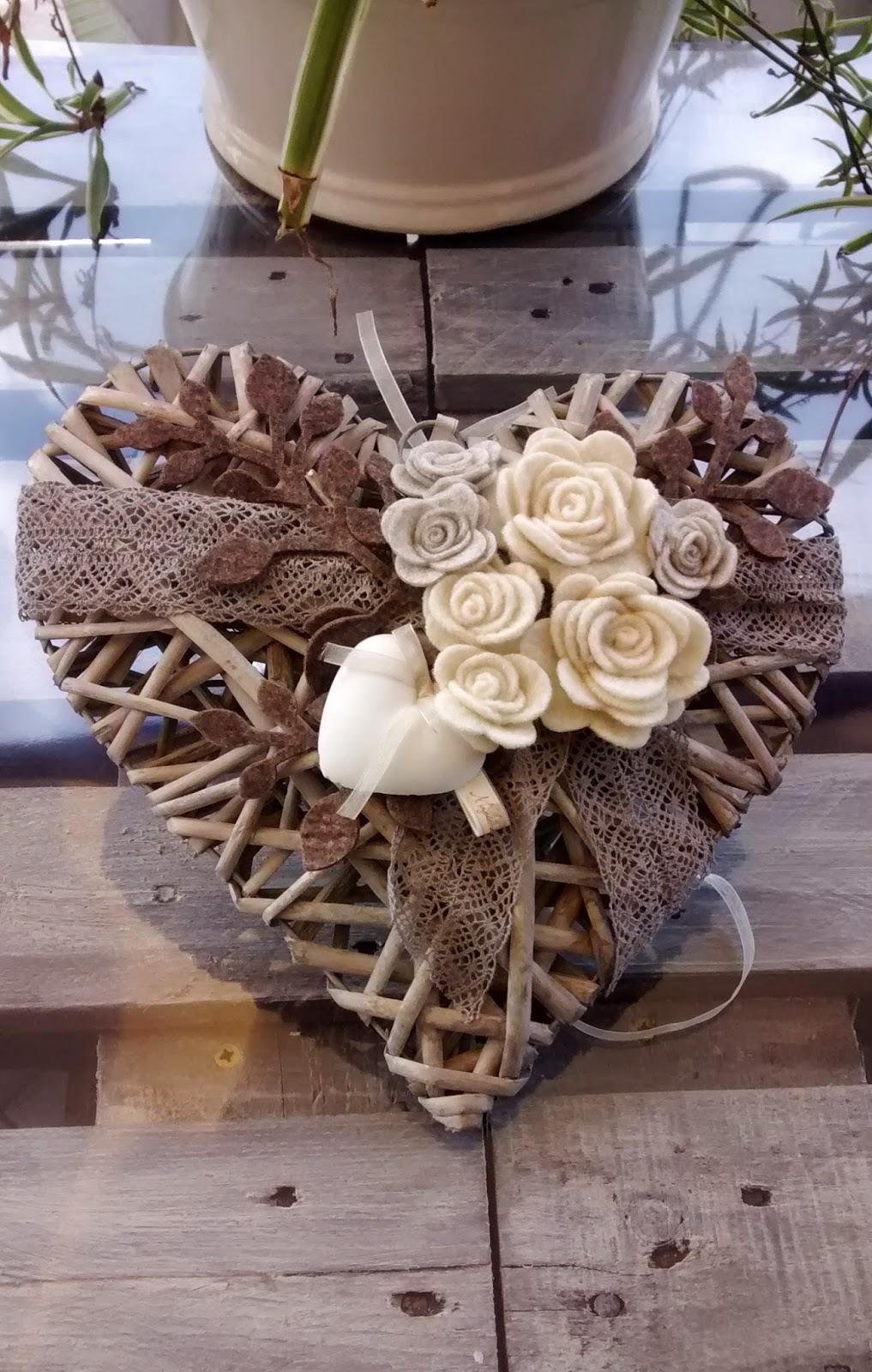 cuori di legno con fioru : retro del ferma pacco con moletta cuore in vimini con cuore in gesso ...