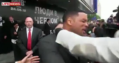 Video Will Smith Slaps Reporter at Movie Premier - 2012