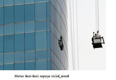 Hati-hati jatuh dari gedung