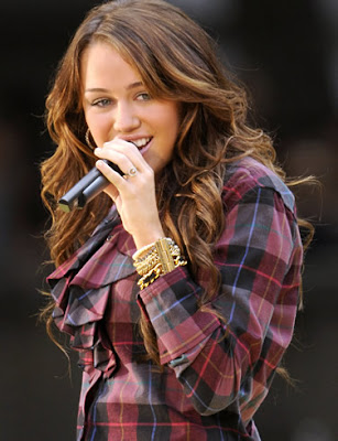 Gorgeous Miley Cyrus Performing
