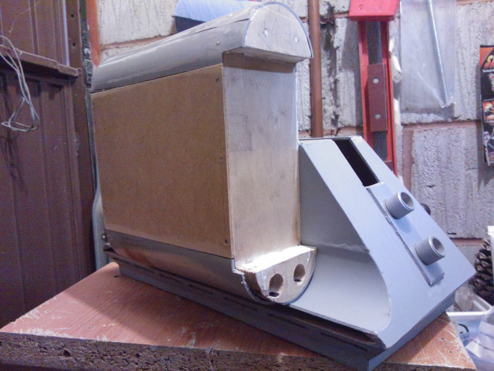 R5D4 wood built Battery Box