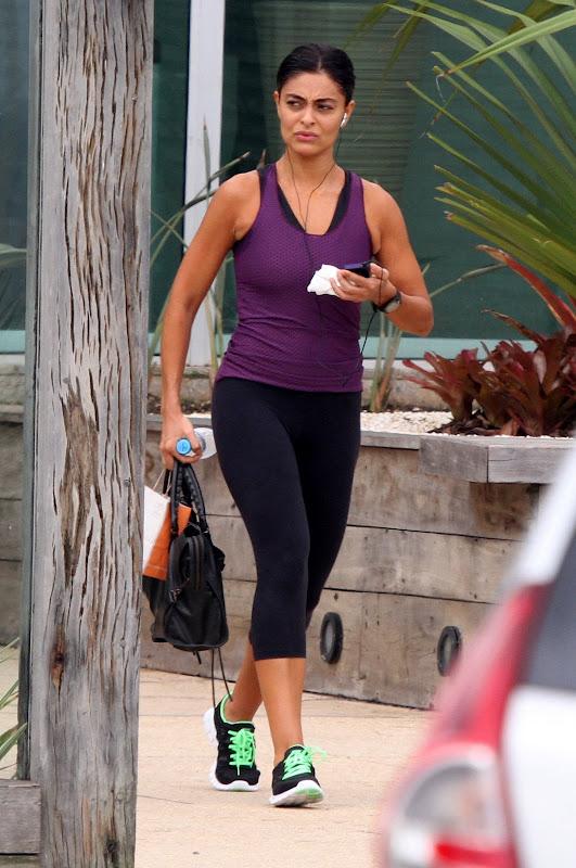 Juliana Paes deixando academia no Rio