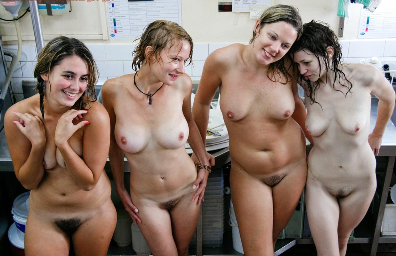 Meninas Nuas Enf Biquinhos Durinhos Em Local De Trabalho
