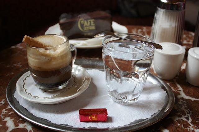Wiener Kaffeehaus - Ein Salon Einspänner im Café Central © Copyright Monika Fuchs, TravelWorldOnline