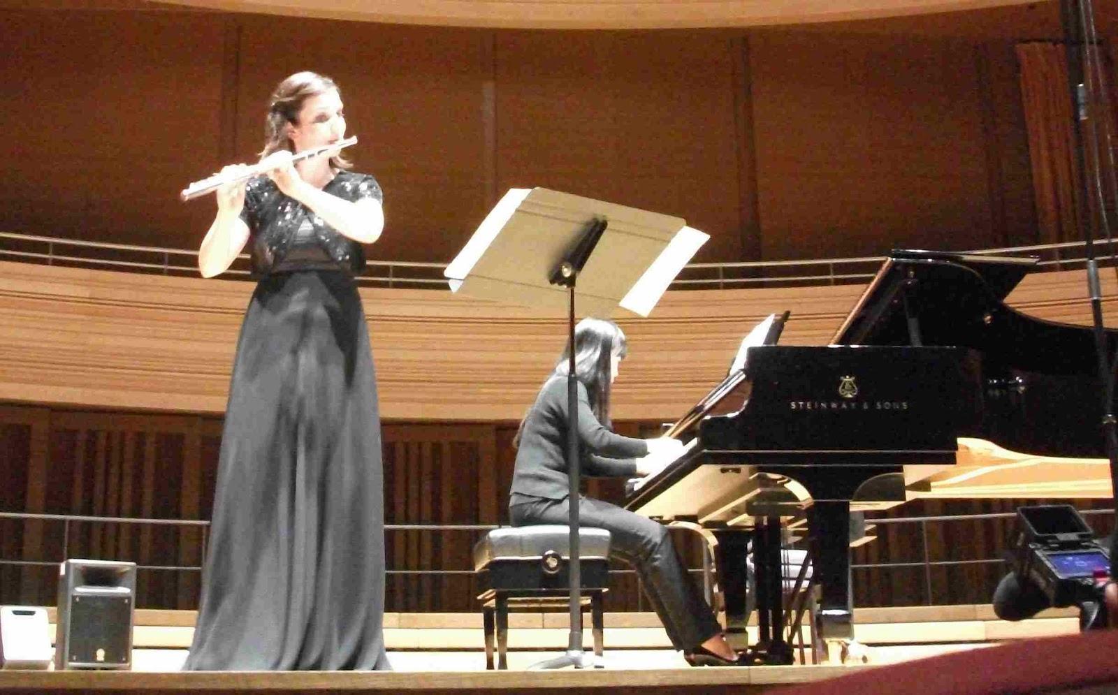 http://1.bp.blogspot.com/-13eu4KDdNU0/T6h6GCJwgtI/AAAAAAAAJTQ/L1eFfSc4px4/s1600/Flute+Festival+Johanna+Domotor.JPG
