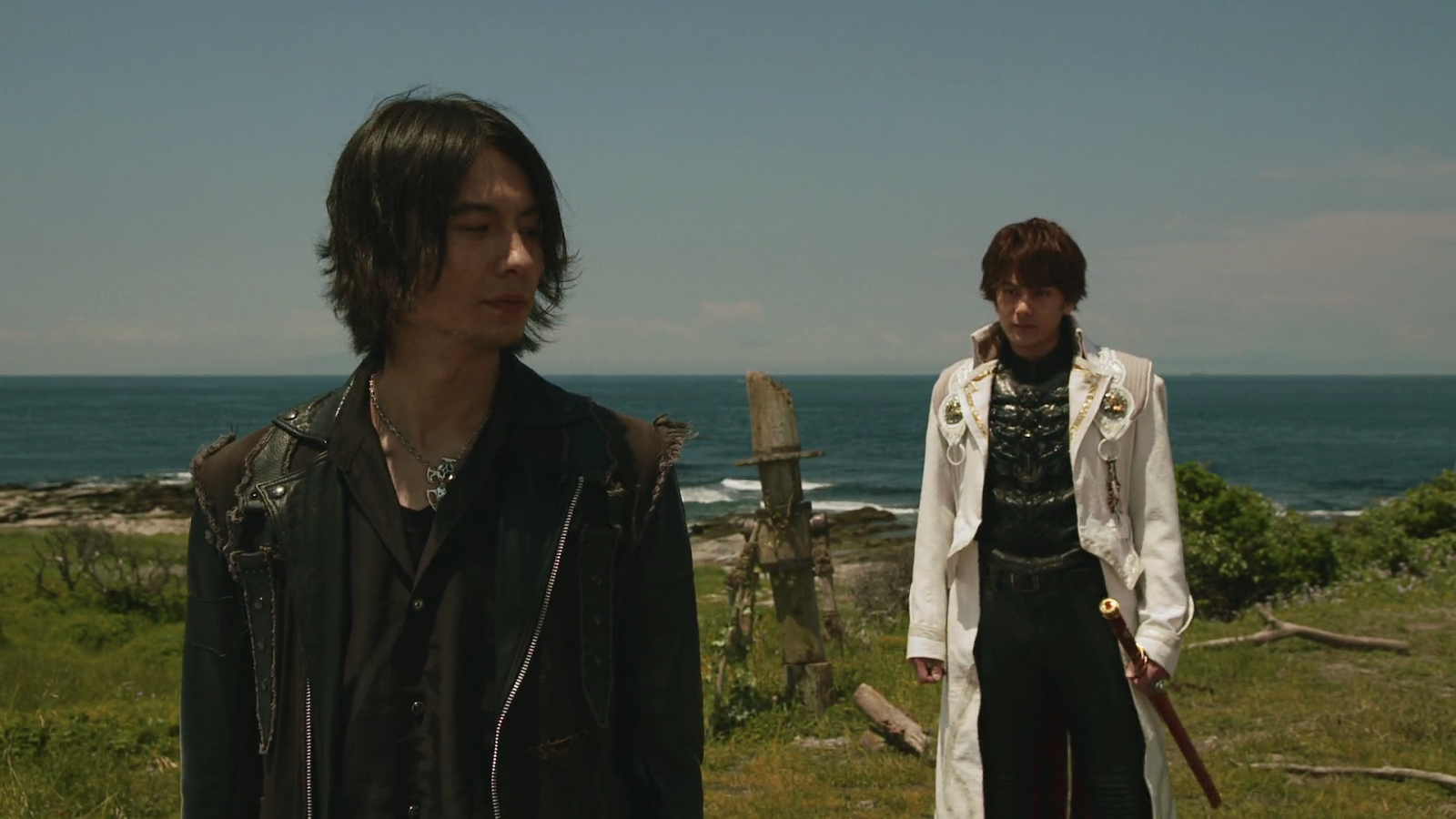 Kouga and Rei prepare for a friendly battle
