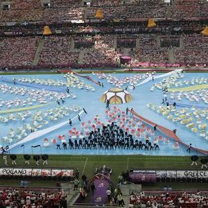 upacara pembukaan piala eropa 2012 digelar di stadion nasional warsawa ...