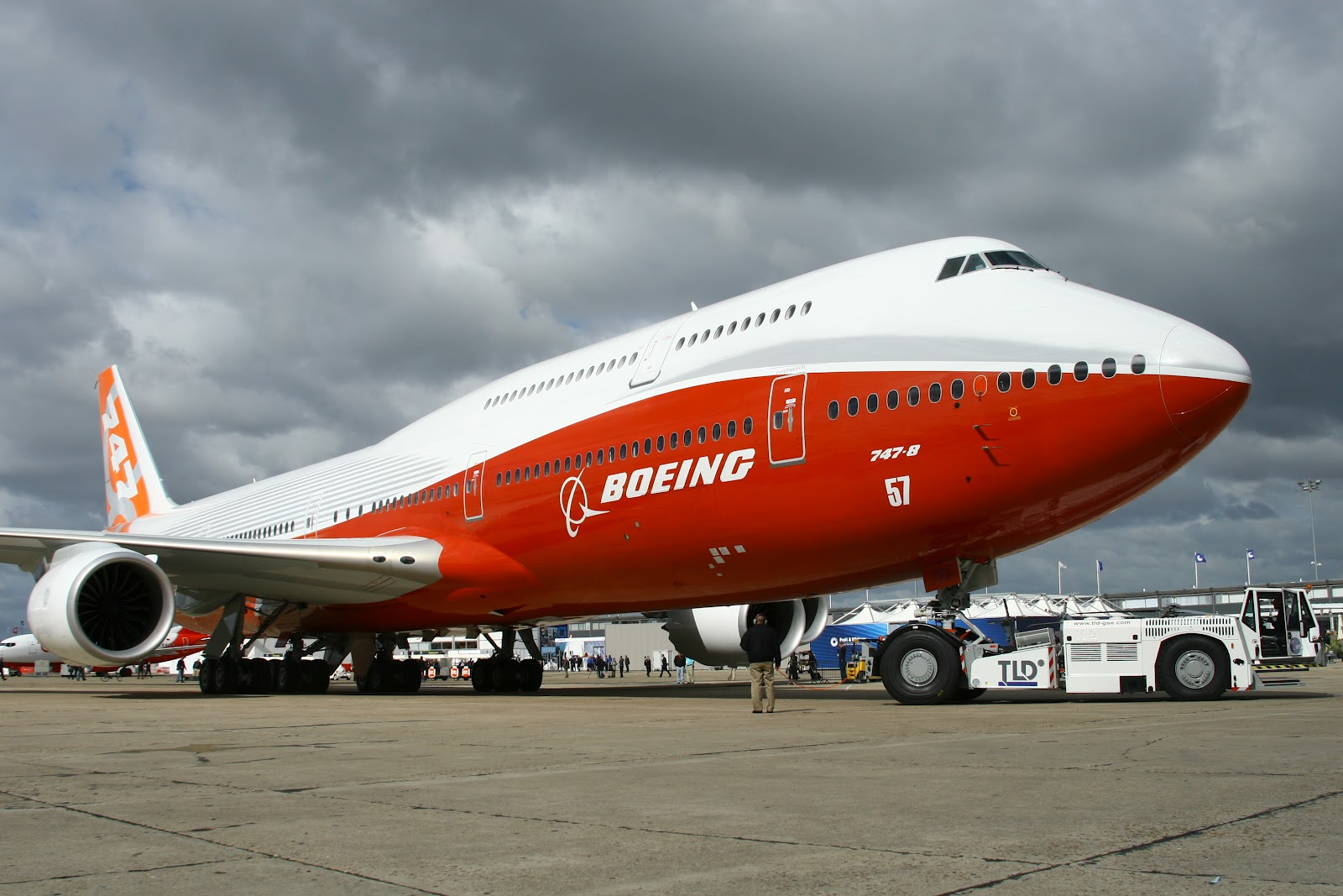 external image boeing_747-8_on_paris_debut.JPG