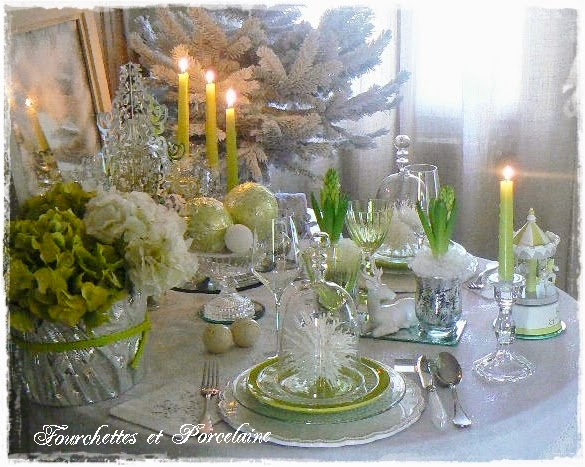 Fourchettes et porcelaine table no l nature en vert et for Nappe centre de table