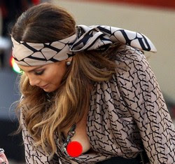 Gambar Jennifer Lopez Seksi Dedah Buah Dada