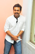 Karthi at Oopiri Pressmeet-thumbnail-19