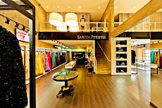 Vestidos , acessórios e calçados selecionados