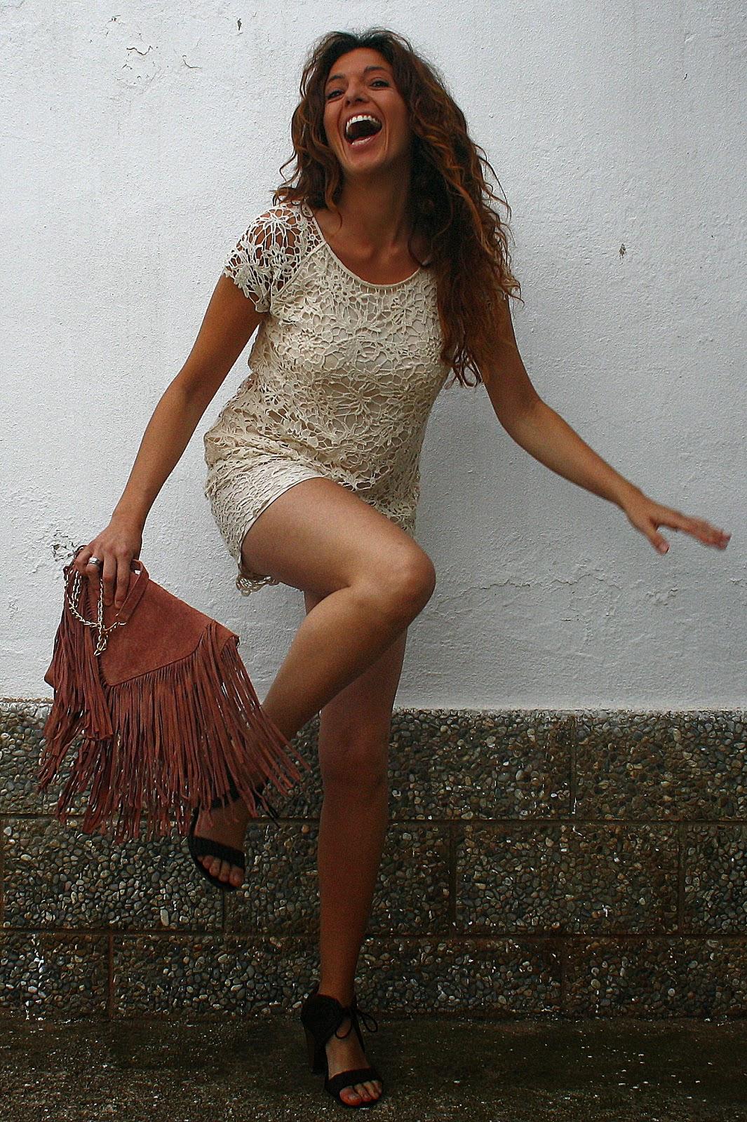 vestido guipur beige
