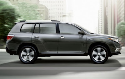 2011-toyota-highlander-side-view