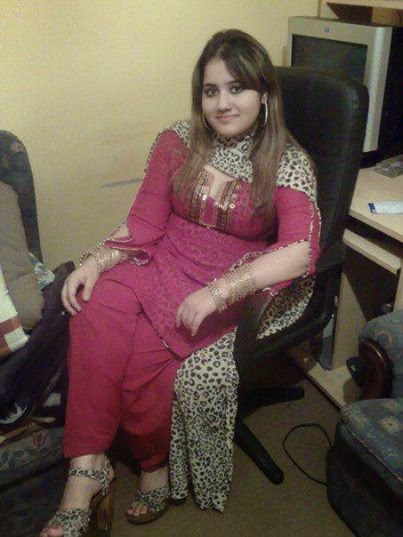 Mature Stylish Girl In Office Very Hot