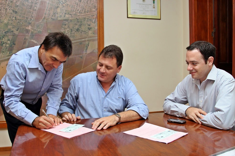 Raimundo entregó créditos del Banco Solidario a emprendedores