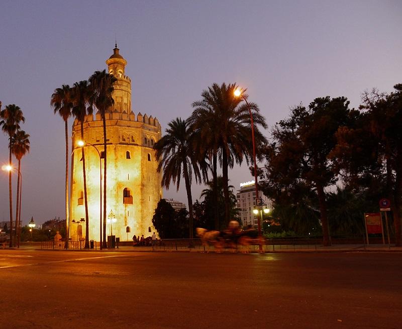 Resultado de imagem para torre del oro sevilha