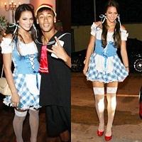 Neymar e Bruna Marquezine prestigiam festa a fantasia do cantor Thiaguinho