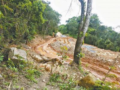 Estrada entre Graça e São Benedito está interditada devido à chuva.